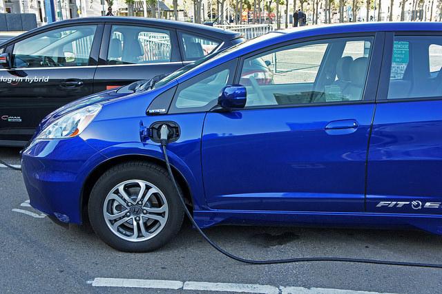 voiture électrique en charge