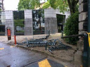 portail détruit de la préfecture de Chambéry